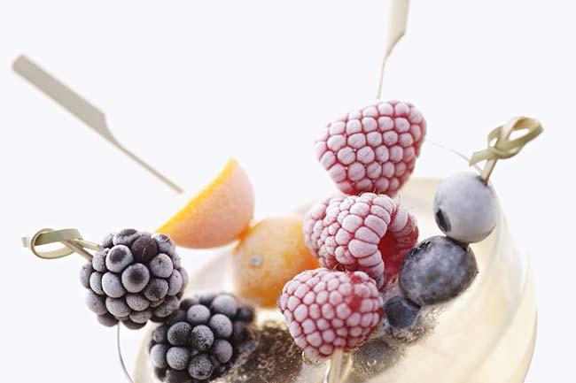 frozen-fruit-kabobs